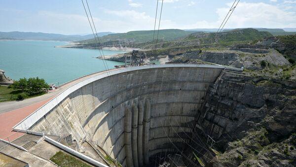 Вид на плотину и водохранилище Чиркейской гидроэлектростанции (ГЭС) в Буйнакском районе Дагестана. Архив
