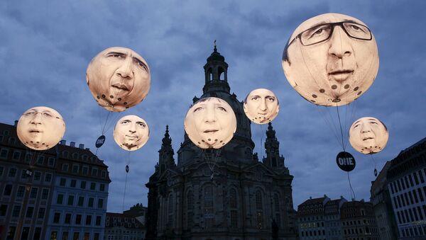 Воздушные шары с изображением лиц лидеров стран-членов G7 в Дрездене. Май 2015