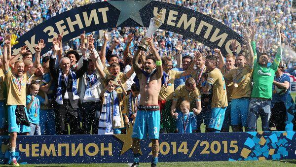 ФК Зенит празднует победу в чемпионате России по футболу
