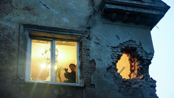 Дом пострадавший в результате обстрела Донецка. Архивное фото