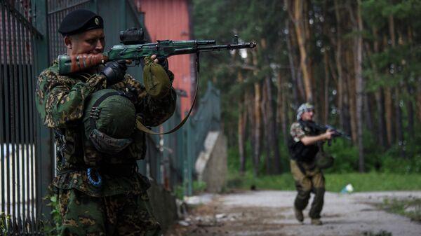 Бойцы ДНР на позиции возле села Марьинка