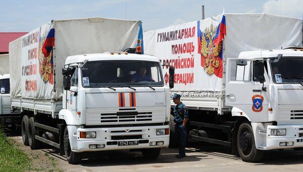 Подготовка очередного гуманитарного конвоя в Ростовской области для юго-востока Украины. Архивное фто