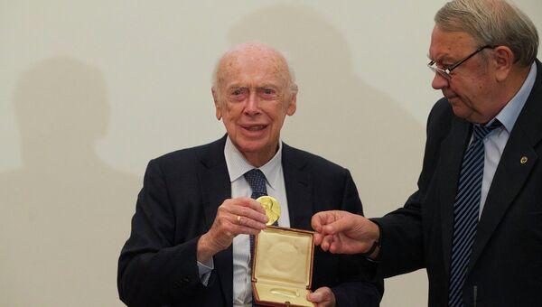 Глава РАН Владимир Фортов возвращает награду Нобелевскому лауреату Джеймсу Уотсону