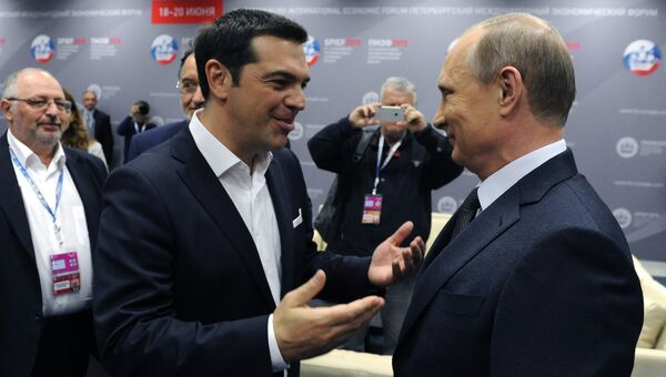 Президент России Владимир Путин и премьер-министр Греции Алексис Ципрас на панельной дискуссии в ходе пленарного заседания XIX Петербургского экономического форума