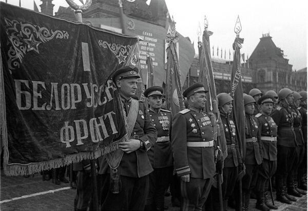 Воины 1 Белорусского фронта на Параде Победы на Красной площади 24 июня 1945 года