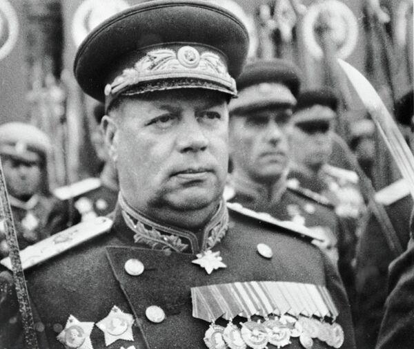 Маршал Советского Союза Федор Толбухин встречает Победу на параде в Москве