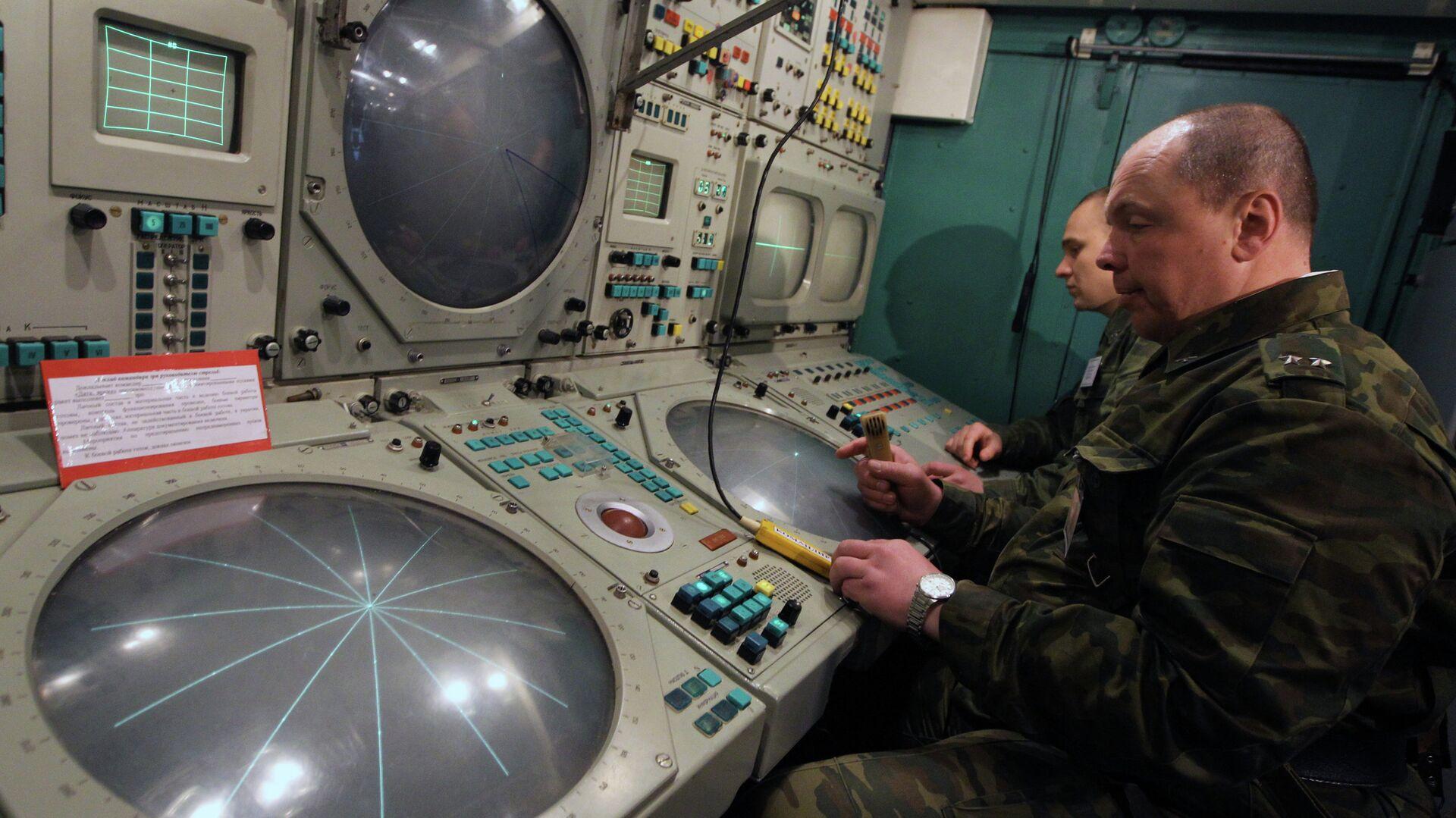 Рабочее место командира расчета войск ПВО - РИА Новости, 1920, 01.12.2020