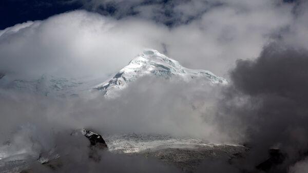 Ледник Уаскаран на горе Токъяраху в Уарас, Перу