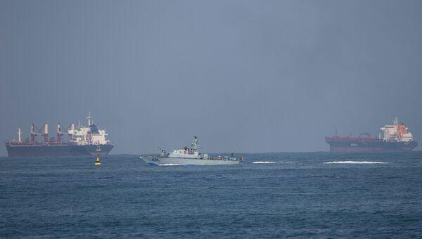 Израильский военный корабль возле порта Ашдод. Архивное фото