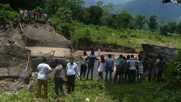 Последствия схода оползня на востоке Индии. 1 июля 2015