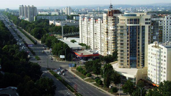 Вид на одну из улиц Кишинева, Молдавия. Архивное фото