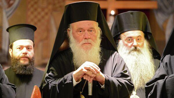 Блаженнейший Архиепископ Афинский и всея Эллады Иероним (в центре). Архивное фото