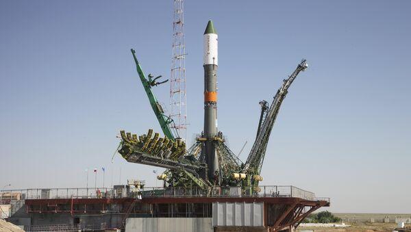 Ракета-носитель Союз-У с космическим грузовиком Прогресс М28-М на стартовой площадке космодрома Байконур