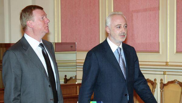 Нынешний и бывший главы государственной корпорации Роснанотех Анатолий Чубайс и Леонид Меламед. Архивное фото