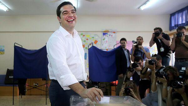 Премьер-министр Греции Алексис Ципрас голосует на референдуме, 5 июля 2015