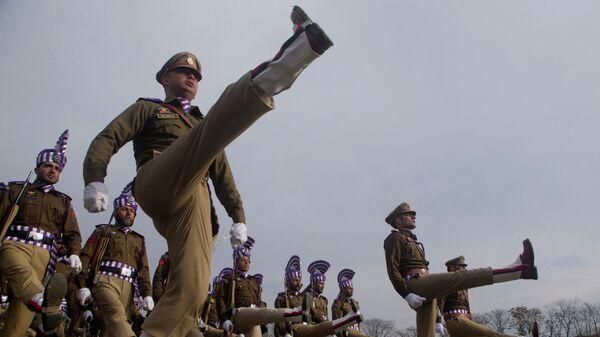 Полицейские на репетиции парада по случаю Дня республики в Индии