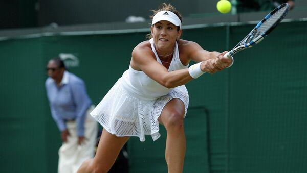 Испанская теннисистка Гарбин Мугуруса во время матча 1/4 финала женского одиночного разряда Уимблдона