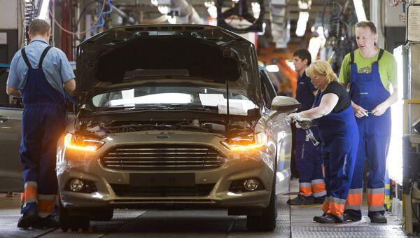Сборка автомобиля новой модели Ford Focus на конвейере завода Ford Sollers. Архивное фото