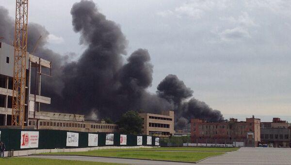 Пожар на территории завода ЗиЛ в Москве