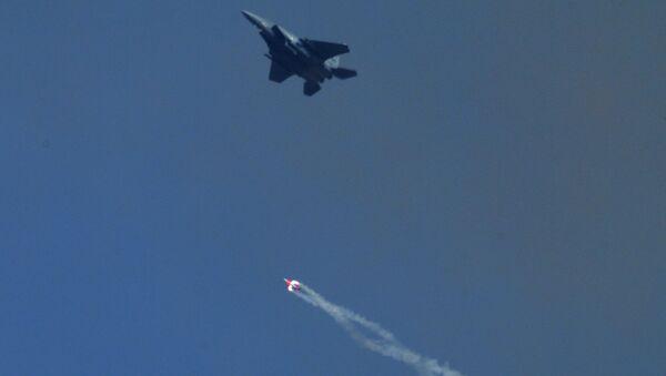 Сброс бомбы B61-12 без заряда с истребителя F-15E на полигоне Тонопа в штате Невада, США. Архивное фото