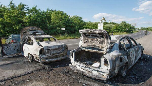Сожженные полицейские  машина в Мукачево, Украина. 11 июля 2015