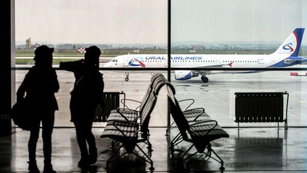 Пассажиры в аэропорту Кольцово в Екатеринбурге.