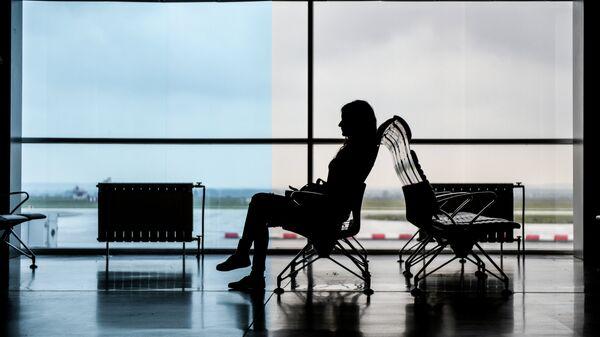 Пассажирка в аэропорту . Архивное фото