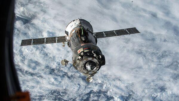 Фотография космического корабля Союз ТМА-15М с борта МКС. Архивное фото