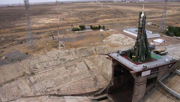 Ракета-носитель Союз-ФГ с пилотируемым космическим кораблем Союз ТМА-02М на стартовой площадки № 1 космодрома Байконур. Архивное фото.