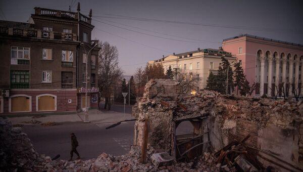Вид на одну из улиц в Луганске. Архив