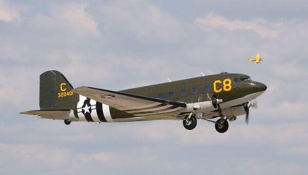 Самолет времен Второй мировой войны Douglas C-47