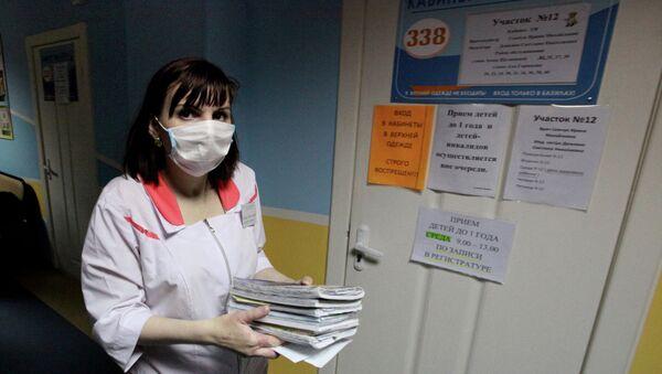 Врач в детской поликлинике. Архивное фото