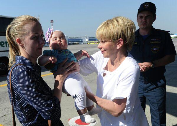 Дети из Донбасса отправлены на лечение в Москву спецбортом МЧС РФ