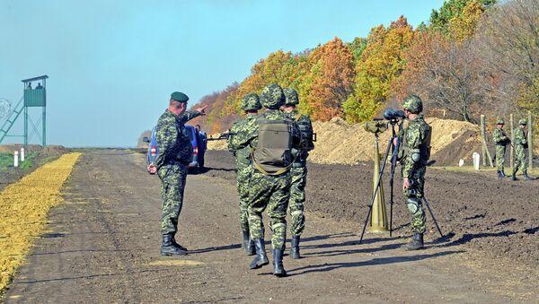 Украинские пограничники на границе. Архивное фото
