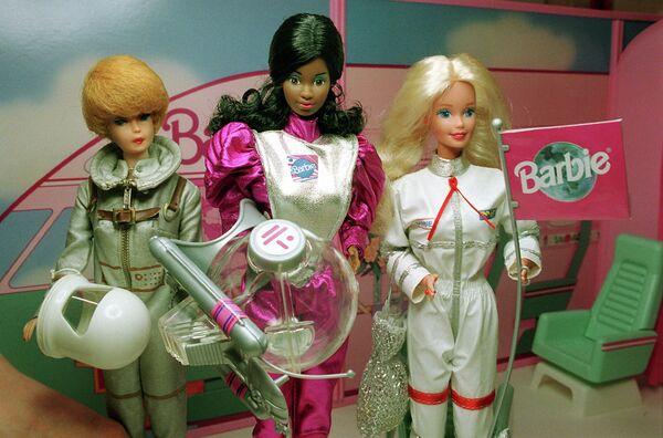 Куклы Барби в костюмах астронавтов 60-х, 80-х и 90-х годов