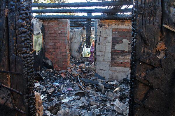 Дом, разрушенный в результате обстрела, в Октябрьском районе Донецка