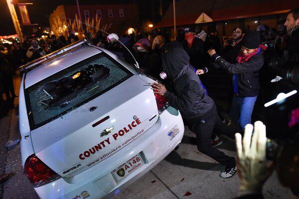 Беспорядке в городе Фергюсон, США