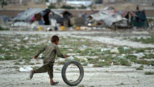 Афганский мальчик на окраине Кабула. Архивное фото