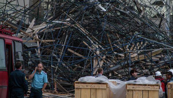 Обвал строительных лесов в городе Сургут на ДК Нефтяник