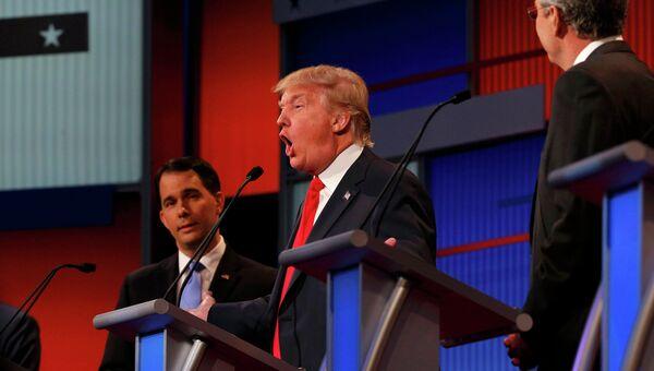 Кандидат на пост президента США Дональд Трамп выступает на дебатах