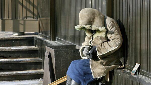 Нищенка на одной из улиц города Владивостока