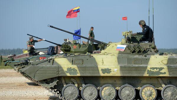 Участники соревнования экипажей боевых машин пехоты Суворовский натиск. Архивное фото