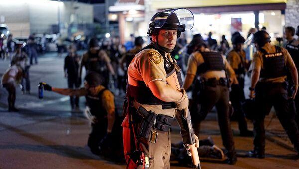 Полиция во время беспорядков в Фергюсоне, США
