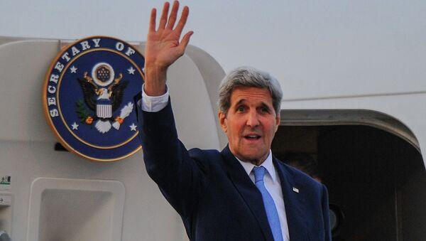 Госсекретарь США Джон Керри на трапе самолета в Гаване. Архивное фото