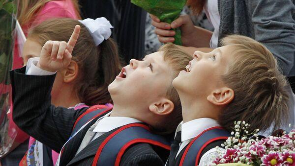 Школьники 1 сентября. Архивное фото