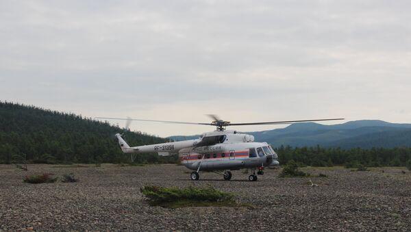 Фото с места крушения вертолёта Ми-8 в Хабаровском крае в бухте Онгачан Охотского моря