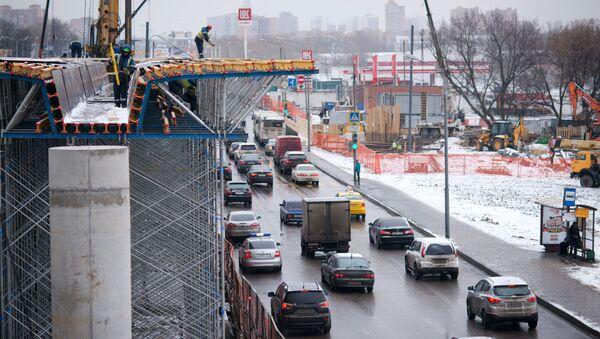 Строительство эстакады на пересечении Волоколамского шоссе и проезда Стратонавтов в Москве