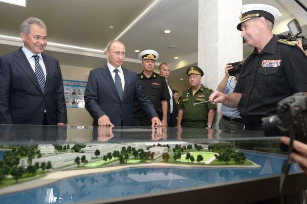 Рабочая поездка президента РФ В.Путина и премьер-министра Д.Медведева в Крымский федеральный округ