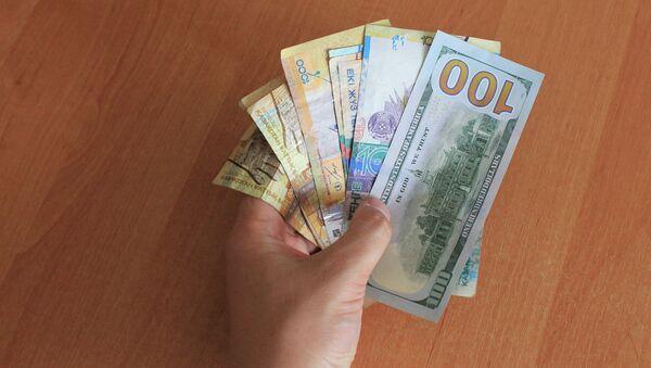 Тенге и доллары США