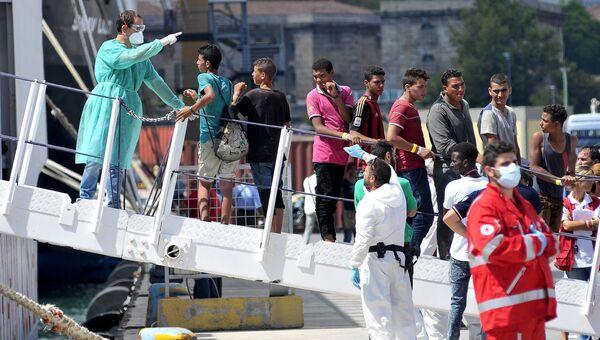 Спасенные у берегов Сицилии мигранты. Архивное фото